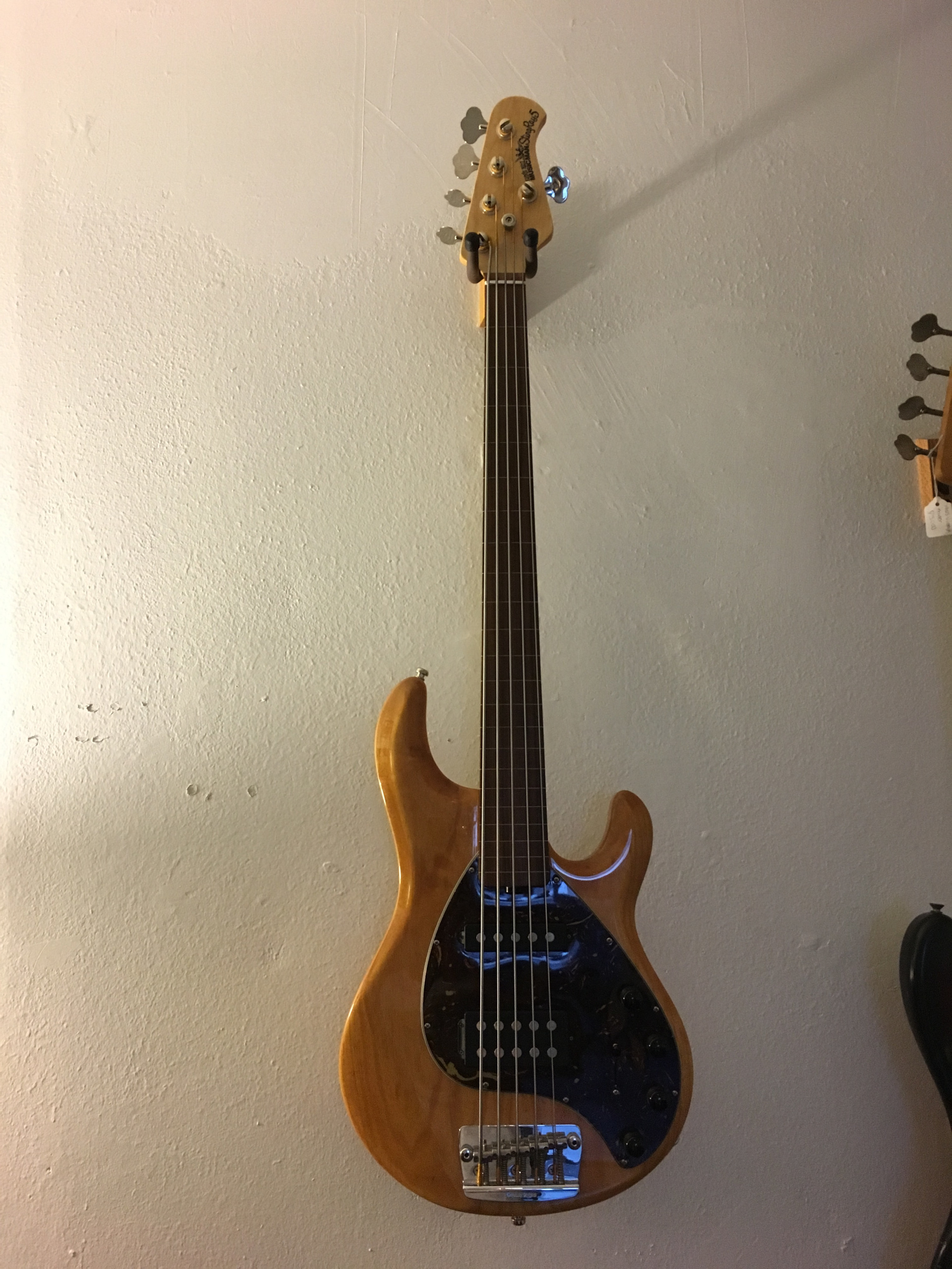 music man stingray 5 string fretless bass at quantum bass center. Black Bedroom Furniture Sets. Home Design Ideas